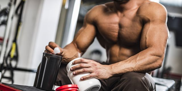 The body of Men and Women have their own different needs; Men requires more nutrients as compared to Women. Apart from consuming nutrients from food, a few best multivitamins for men bodybuilding on a daily basis can help you in bridging the gap. Vitamins are extremely essential for your overall health and to give performance at peak level. They perform many critical roles in the body, such as ensuring that all the body systems work properly and boost energy. Lacking in any Vitamins or being Vitamin deficient can be harmful to your health and lead to numerous chronic diseases. Men between the ages of 19 to 70 require Vitamin A, Vitamin C, Vitamin B, Vitamin D, Vitamin K, Zinc, Vitamin E, and Selenium. Men also require low iron as compared to women. Also, those people who consume a balance diet are much likely not to have vitamin deficiencies. Nonetheless, this is relatively less likely, and here come Multivitamins in the picture. Many people consider multivitamins as an unnecessary supplement for bodybuilding and athletes. It is only for the regular people who are not much involved in Bodybuilding, Weightlifting, or Sports. Multivitamins include various Vitamins and Minerals, many of which are antioxidants that help the human body to run most efficiently. When the human body lacks a certain amount of nutrients, then the body gets weak. And I am sure that no one out there wants their body to get weak and lose their strength while working out. Now, people who lift weights daily will need sufficient nutrients to support muscle growth and muscle strength, which will probably be the best multivitamins for men bodybuilding. The best multivitamins for men bodybuilding can help you with that. The body is placed under stress, and muscle fibers that tear down during a training session. Without adequate vitamins and minerals deficiencies, deficiencies can occur if nutrition is not up to par. Multivitamins are a preparation that is intended to provide Minerals, Vitamins, and ot